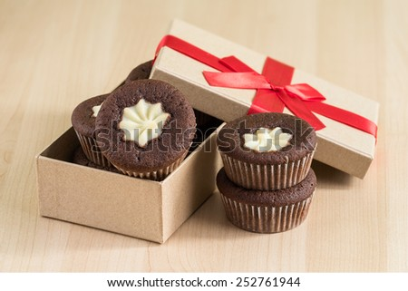 Cupcakes in a gift box - stock photo