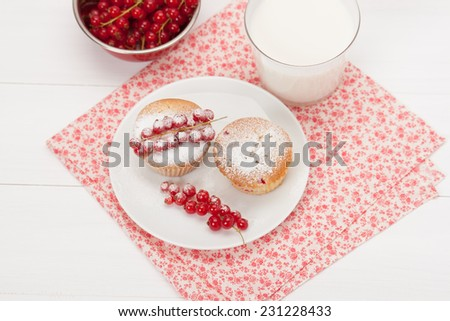 Cupcakes With Fresh Redcurrant. White Painted Table.