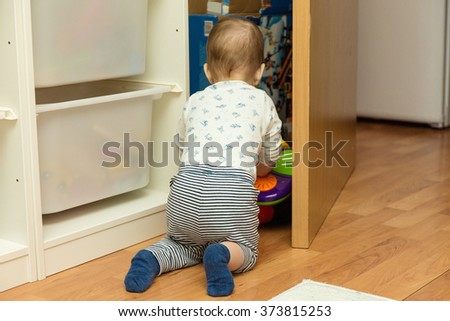 curious baby hosts in the older brother's room