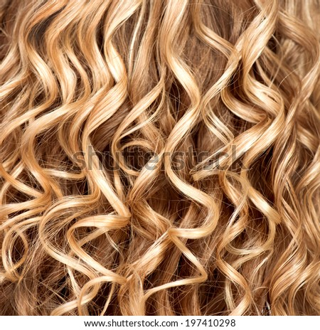 hair and with the texture of curly and wavy hair short