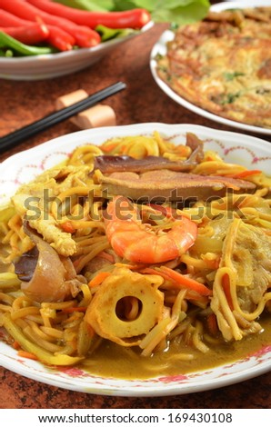 Curry-fried noodles with seafood - stock photo