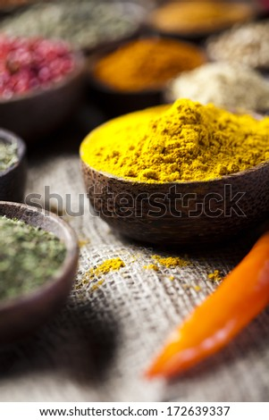Curry, Wooden bowl spice