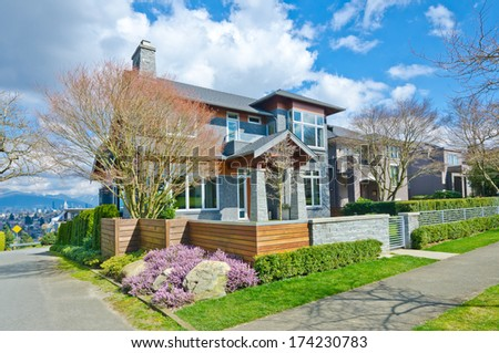 Custom made luxury modern house with nicely trimmed and landscaped front yard in the suburbs of Vancouver, Canada.