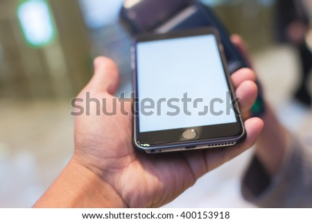 Customer pay the bill by cellphone