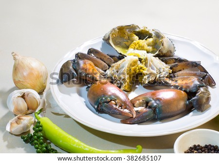 Cut raw crab into piece with vegetable and flavoring for cooking /Blur and select focus