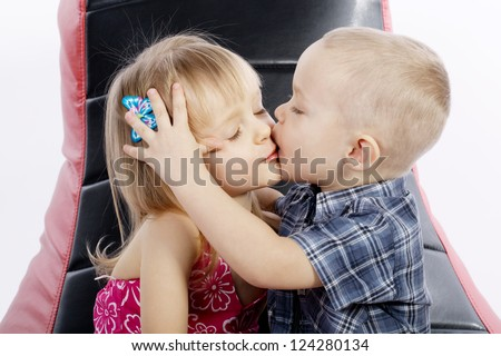 boy and girl kissing № 663768