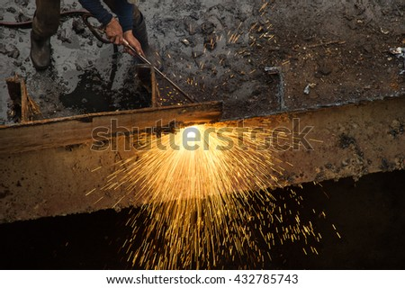 Cutting metal plate with gas cutter and many sparks comes out