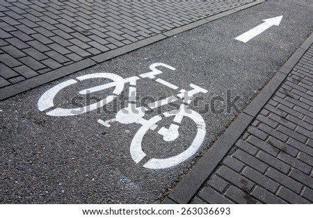 Cycling path signage on a pavement
