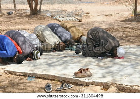 DADAAB, SOMALIA-AUGUST 08: Muslims praying in Dadaab refugee camp. Hundreds of thousands of refugees in the camp that is located in the tent August 08, 2011, in Dadaab, Somalia.