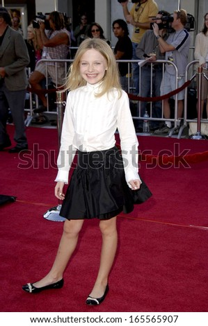 Dakota Fanning at Premiere of DREAMER, Mann Village Theatre, Westwood, CA, October 09, 2005