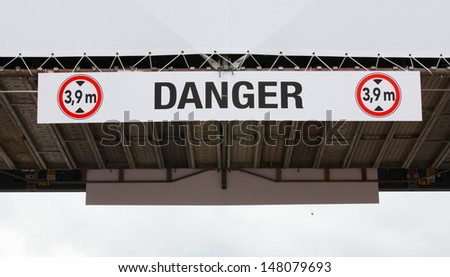 Danger sign Height