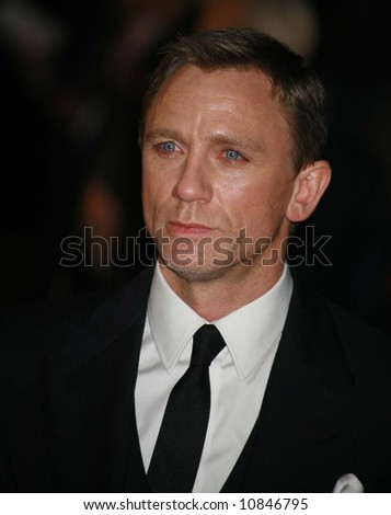 """Daniel Craig arrives at the world premiere of """"The Golden Compass"""" at the Odeon Leicester Square on November 27, 2007 in London, England - stock photo"""