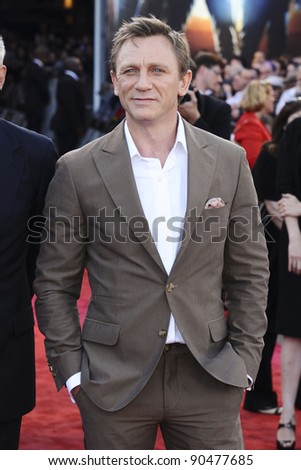 "Daniel Craig arrives for the premiere of ""Cowboys and Aliens"" at the 02 cineworld cinema, London. 11/08/2011 Picture by: Steve Vas / Featureflash - stock photo"