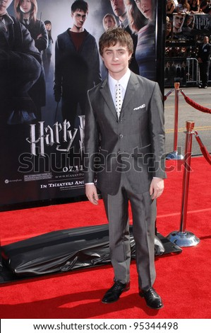 """Daniel Radcliffe at the U.S. premiere of """"Harry Potter and the Order of the Phoenix"""" at Grauman's Chinese Theatre, Hollywood. July 8, 2007  Los Angeles, CA Picture: Paul Smith / Featureflash - stock photo"""
