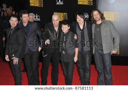 Daughtry with Chris Daughtry & son (center) at the 2009 American Music Awards at the Nokia Theatre L.A. Live. November 22, 2009  Los Angeles, CA Picture: Paul Smith / Featureflash