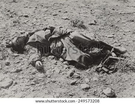 Dead German soldier in the Western desert after a British raid. Between major campaigns, North African WW2 fighting consisted of small and large raids on enemy positions. Ca. 1940-42. - stock photo