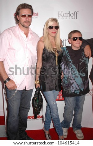 Dean McDermott with Tori Spelling and Jack McDermott  at the Grand Opening of 'A Hollywood Spectacular'. A Hollywood Spectacular, West Hollywood, CA. 08-12-09 - stock photo