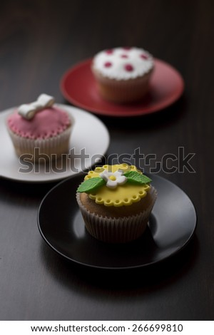 Decorated cakes in paper baskets