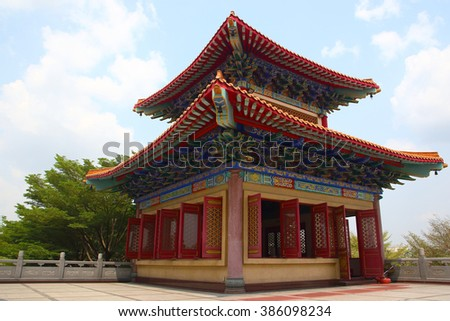 Decorated Tower of Chinese temple's curved roof in Dragon Temple Kammalawat (Wat Lengnoeiyi) in Nonthaburi, Thailand