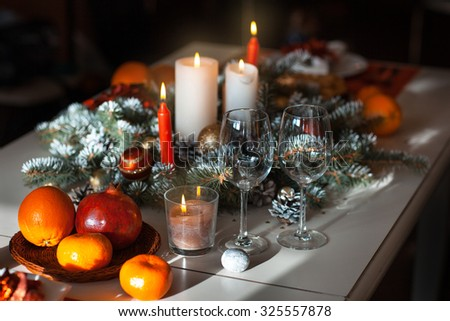 Decorating the dining room table to celebrate Christmas