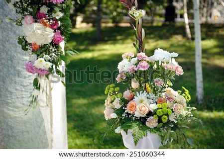 decoration of flowers at a wedding ceremony.