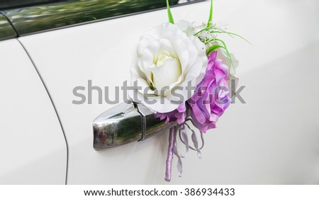 Decorative boutonniere on car handle
