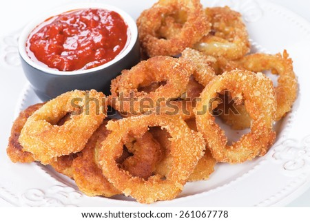 Deep fried crispy onion rings with tomato sauce