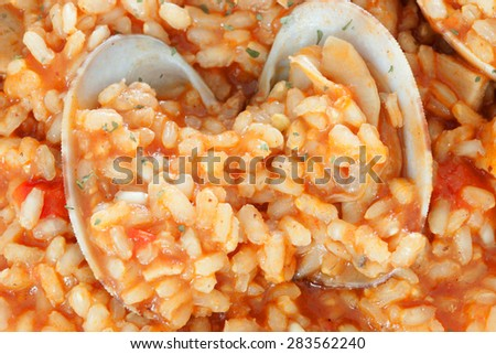 Delicious rice dish with clams sprinkled with parsley