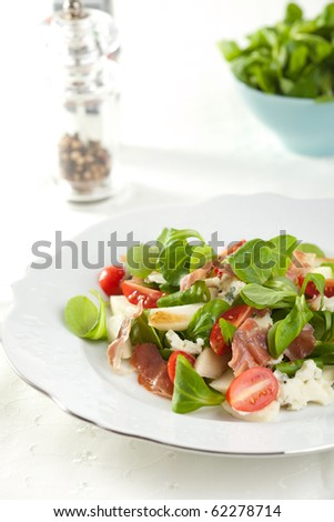 Delicious salad with fresh greens, tomatoes, roquefort and pear