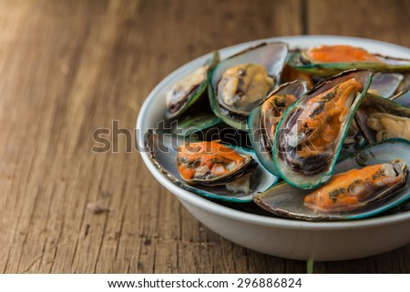 delicious steamed thai mussel