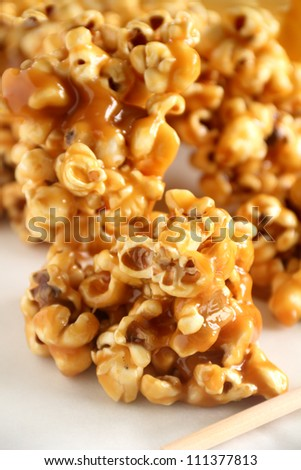 Delicious sweet and crunchy caramel popcorn ready to serve.