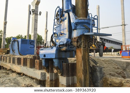Demolishing sheet pile on construction