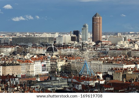 Details of a panoramic view of Lyon .
