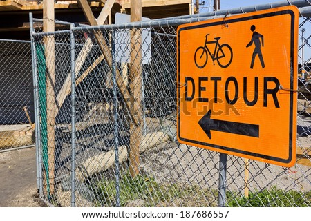 Detour sign for sidewalk at a construction site.