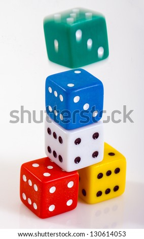 dice of different colors in the green movement ??????????????????????????? dice of different colors in the green movement