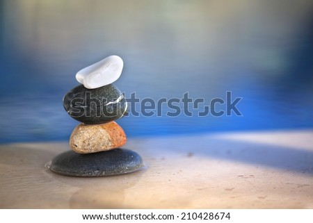 Different pebbles are standing successively near the pool