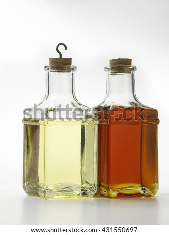 different type of oil in bottles