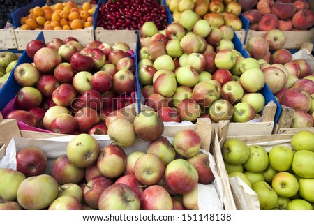 Different varieties of apples on a market stall