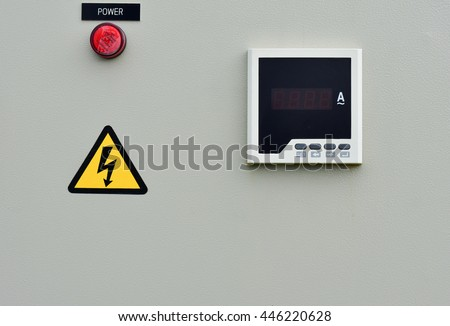 Digital ammeter. Installed in the electrical control box.