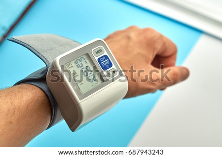 Digital pulsimeter on man hand