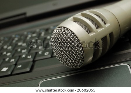 digital sound - dynamic microphone over keyboard