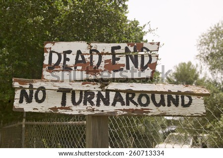 """Dilapidated sign reads """"Dead end, no turnaround"""", Ojai, CA - stock photo"""