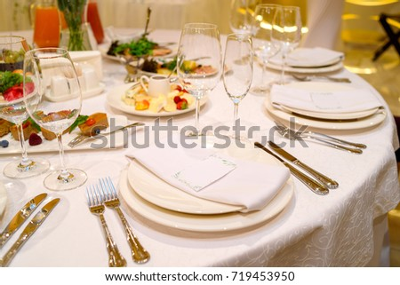 Dinner place setting with blank guest card on white table napkin at wedding reception copy & Dinner Place Setting Blank Guest Card Stock Photo (Royalty Free ...