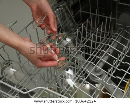 Discharging clean and shiny glasses from the dishwasher