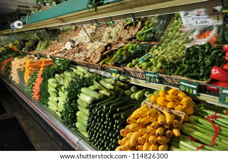 Display of produce in a grocery store stacked high
