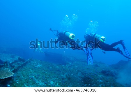 Divers and Marine shipwreck