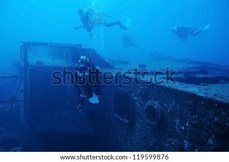 Divers and Marine shipwreck (Fort Marion)