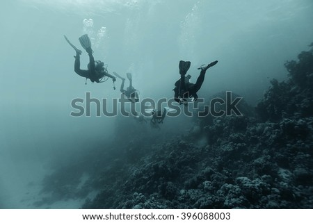 divers in fresh water