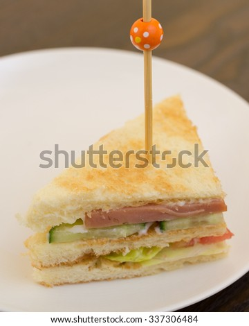 DIY club sandwich with ham