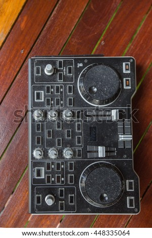 Dj Controller old, on with table wood.